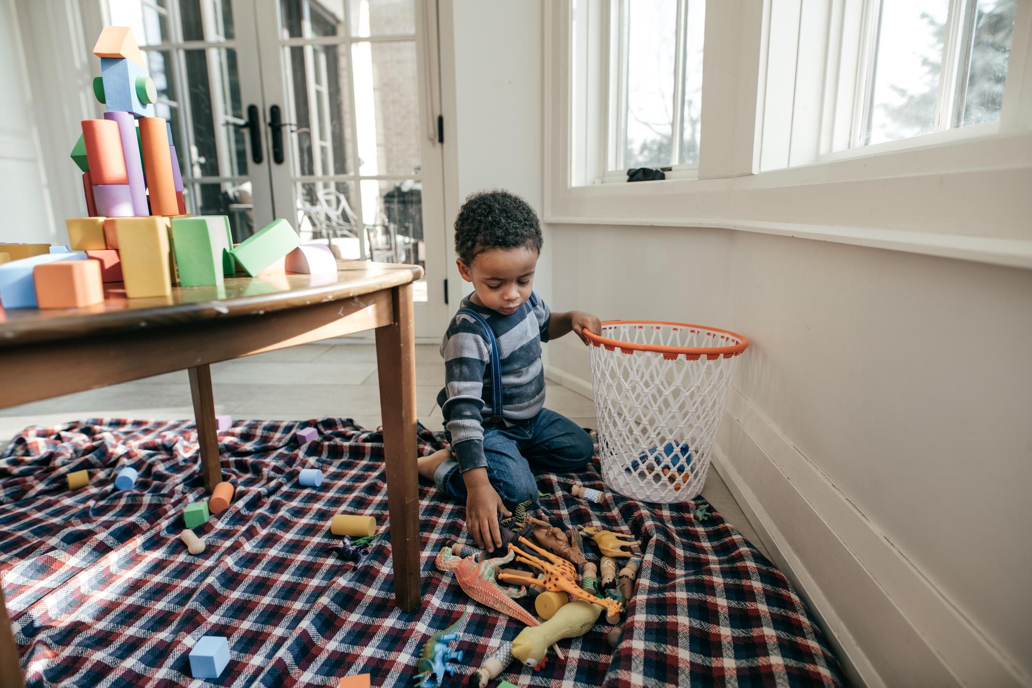 Casa: que tarefas atribuir às crianças?   Unibanco