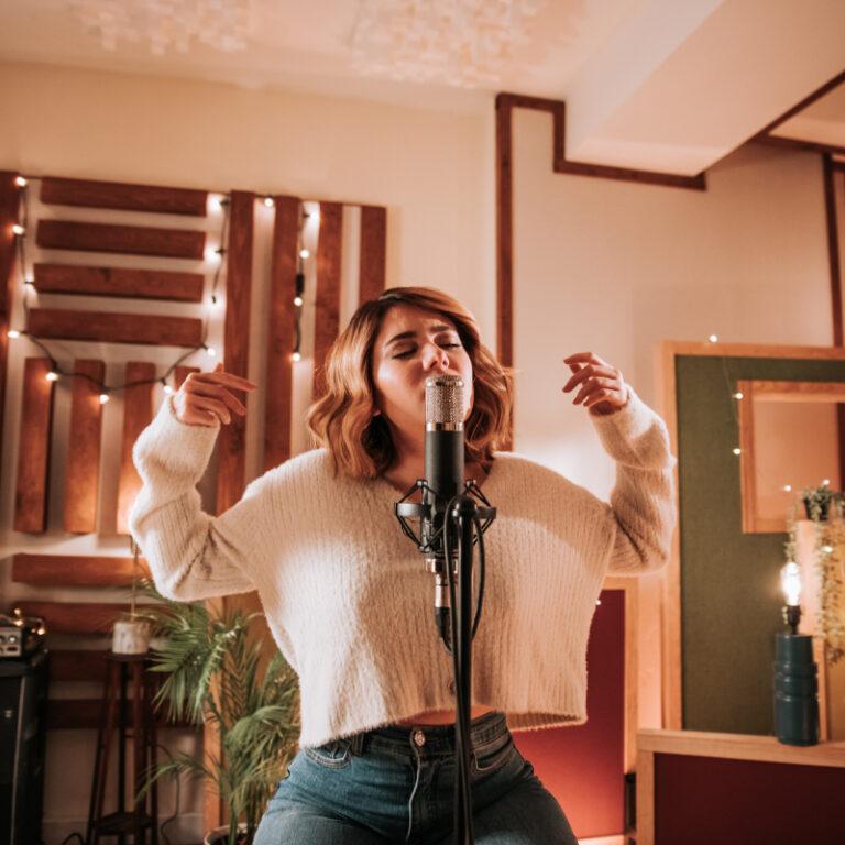 Conta Comigo: UNIBANCO e Bárbara Tinoco juntos numa canção de Natal   Unibanco