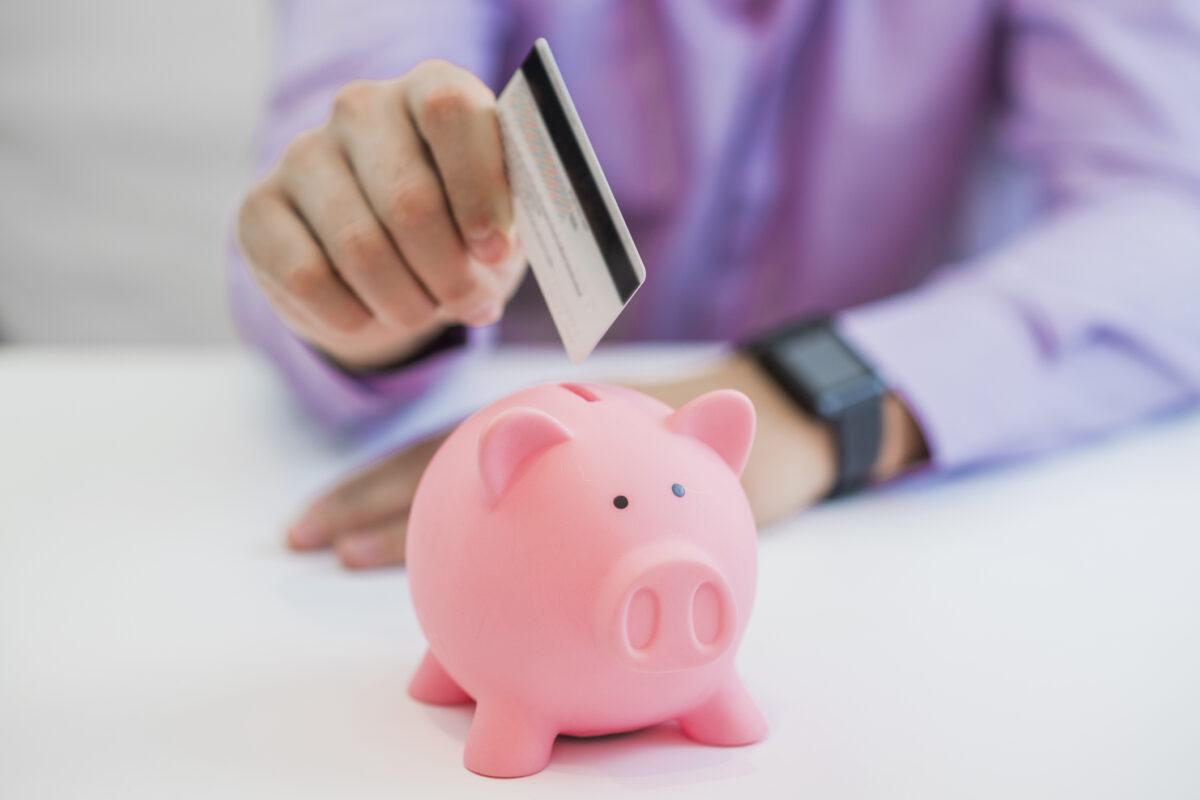 Saiba como poupar usando o cartão de crédito | Unibanco